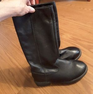 GAP girl's black leather boots size 3 low heel